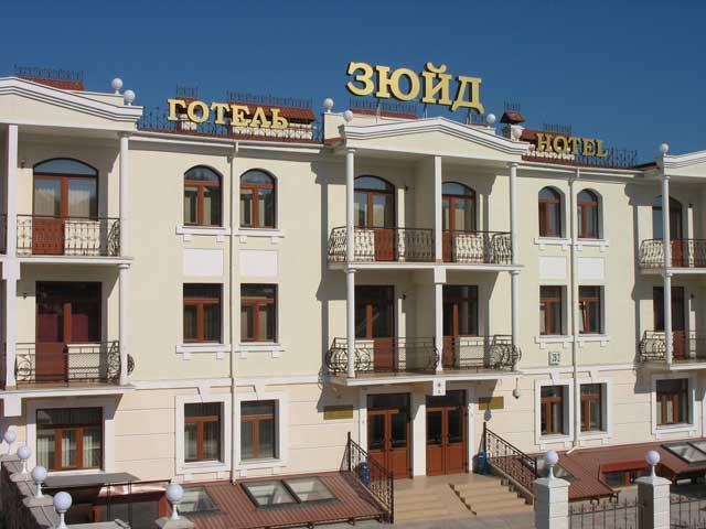 Фасад центральный гостиница в Севастополе Зюйд